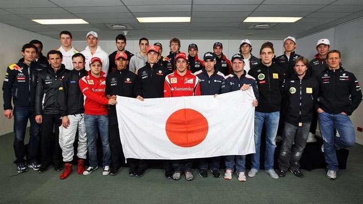 Os pilotos da Fórmula 1 fazendo homenagem ao Japão e Michael Schumacher com cara de brabo...